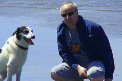 Dan Johnson the metal artist with the family dog Lucy taking a day at the beach